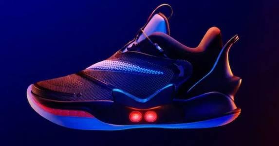 Adidas vs. Nike – изкуствен интелект vs. робот
