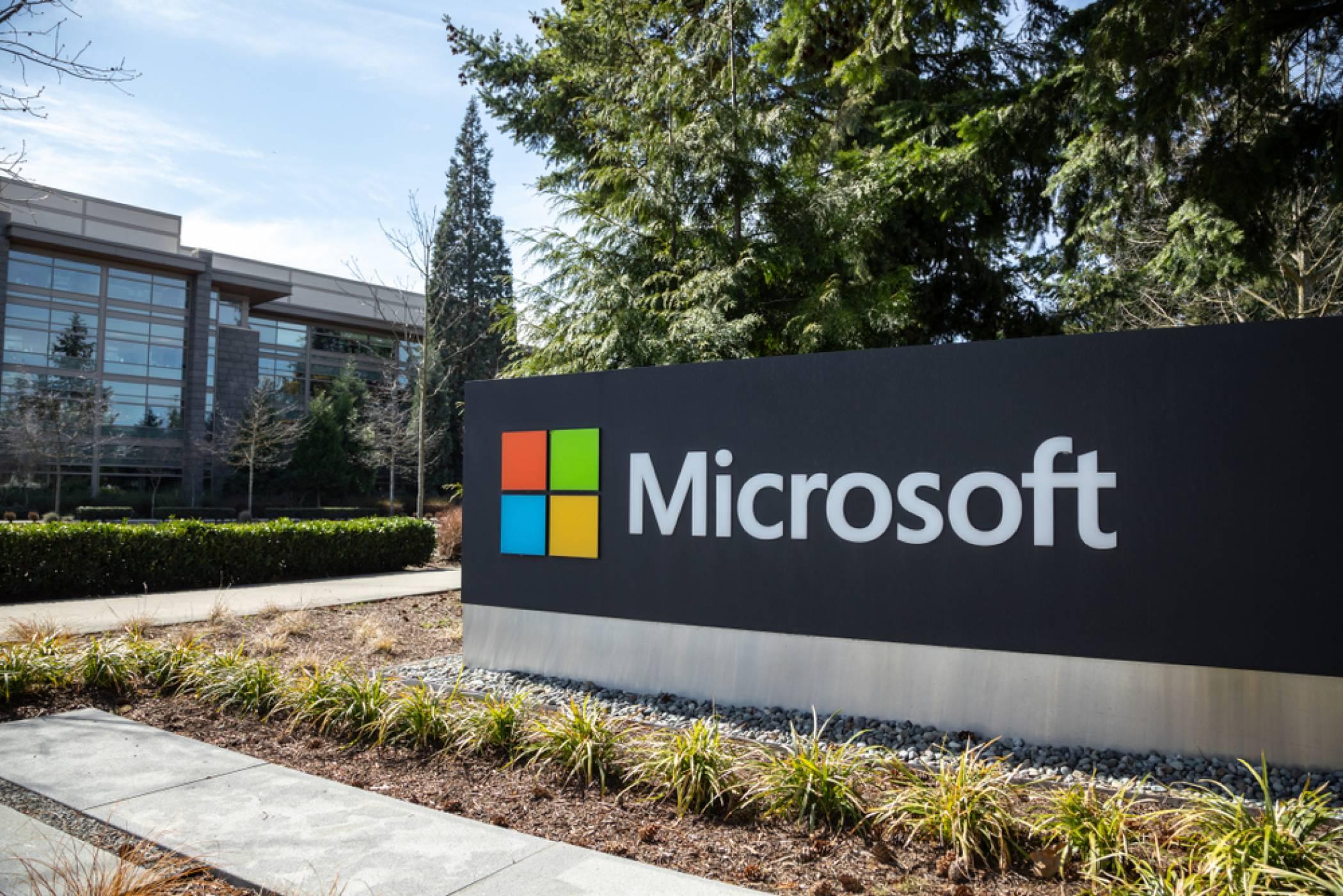 Microsoft позволява на все повече свои служители да работят дистанционно за постоянно