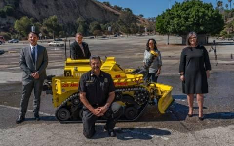 Първият робот пожарникар заработи в Лос Анджелис