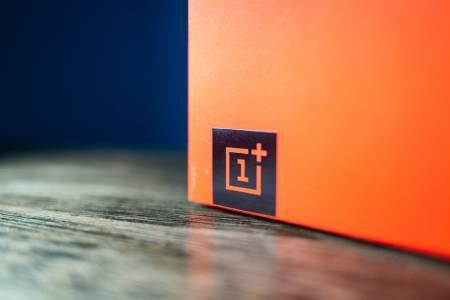 Първото парче от пъзела, наречен OnePlus 9, вече е факт