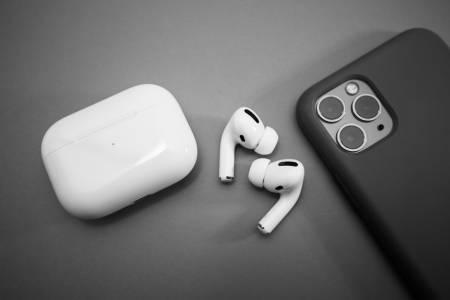 На Apple им омръзна: ще тестват дали слушалките не са просто мръсни