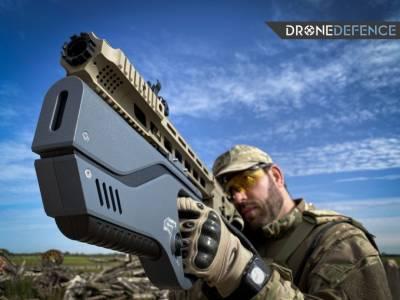 С този пистолет можете да заглушите и елиминирате всеки нахален дрон
