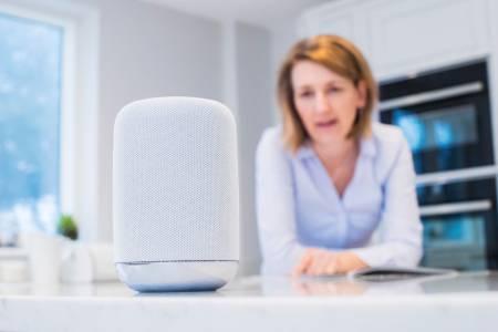 Гласовите команди към умните устройства остаряват, преди да са набрали скорост