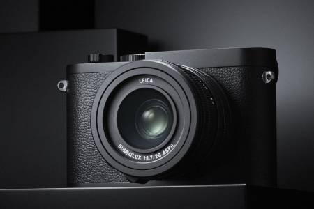 Leica предлага да видим света в черно и бяло