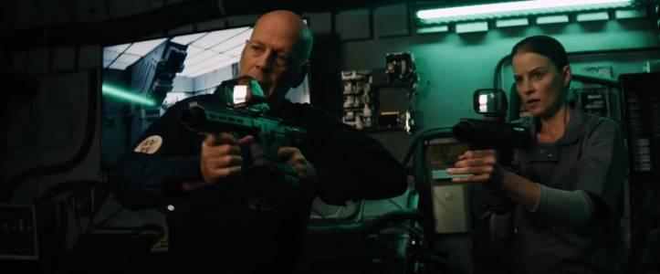Злодеите на Земята свършиха! Брус Уилис поема към Космоса, за да срита няколко извънземни в новия филм Breach