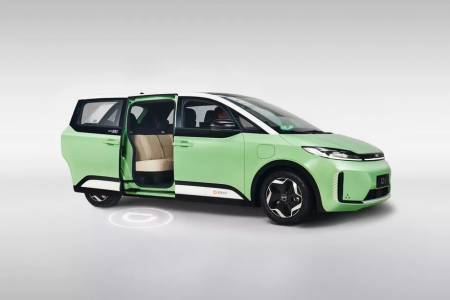 Китайци направиха първата в света е-кола специално за споделено пътуване
