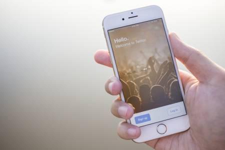 Собствениците на iPhone 6s и първия iPhone SE остават без iOS 15
