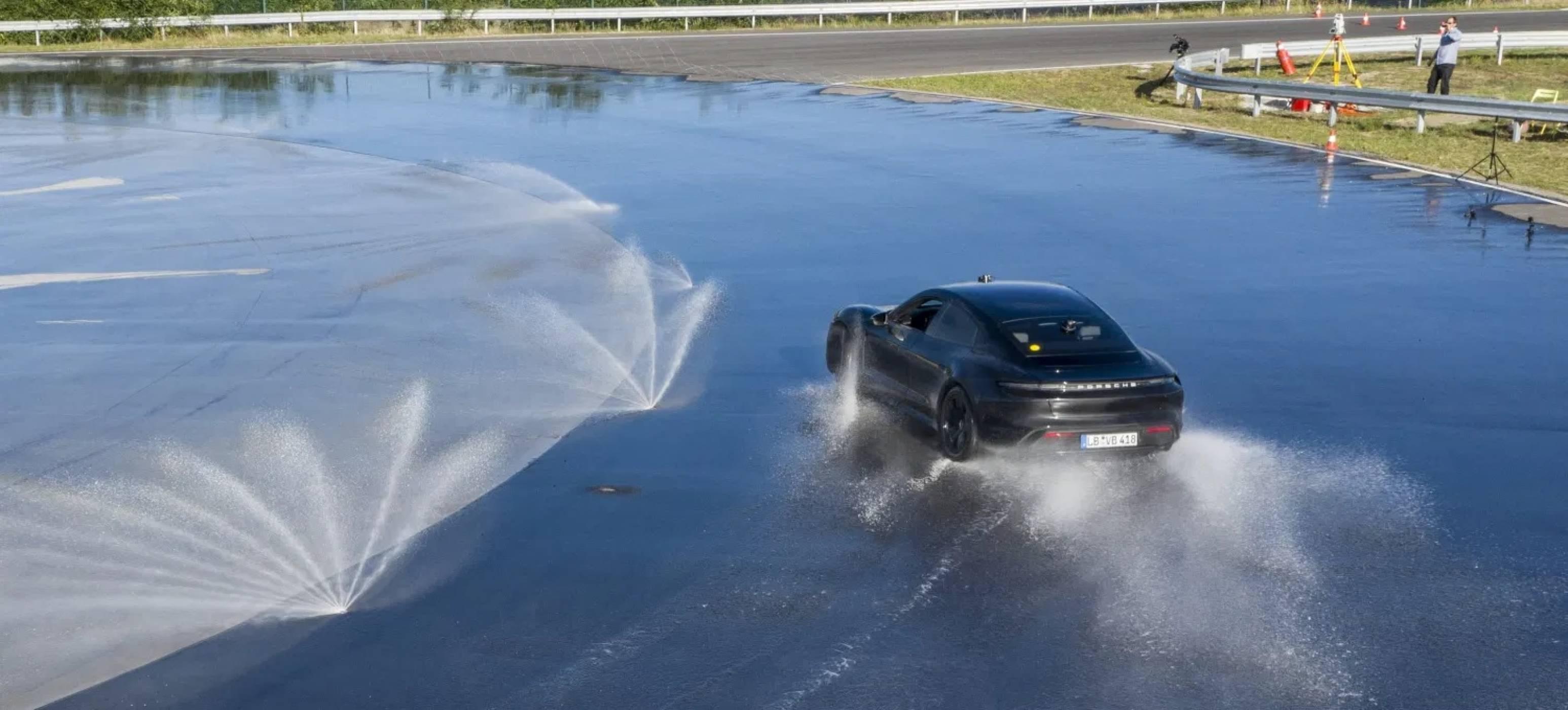 От този световен рекорд на Porsche Taycan може да ви се завие свят - и пряко, и преносно (ВИДЕО)