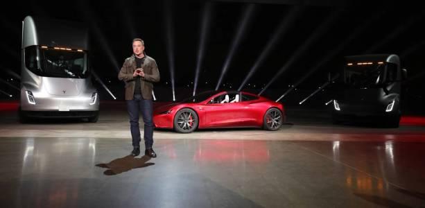 Наблюдателен купувач взе Tesla Model S на половин цена заради минимален дефект