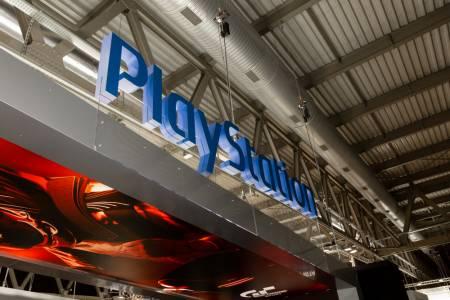 Готови на всичко за заветната цел: жесток женски бой заради PlayStation 5 (ВИДЕО)