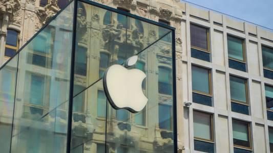 Пандемията затвори почти сто магазина на Apple в пиковия момент от годината