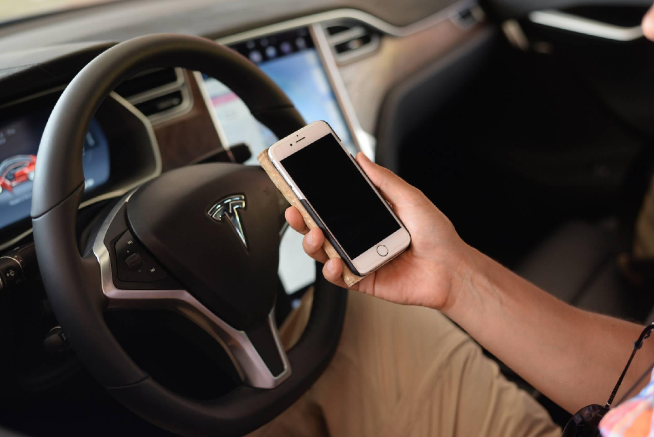 Как за малко Apple не купи Tesla за нищожна цена