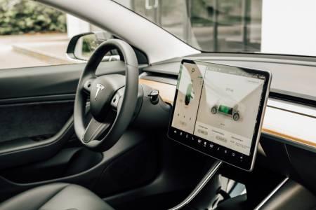 Apple Music и Amazon Music скоро ще звучат във вашата Tesla
