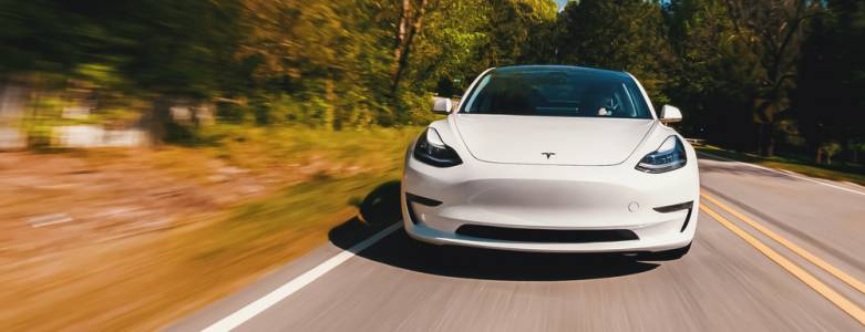 Магическата тройка в Tesla Model 3