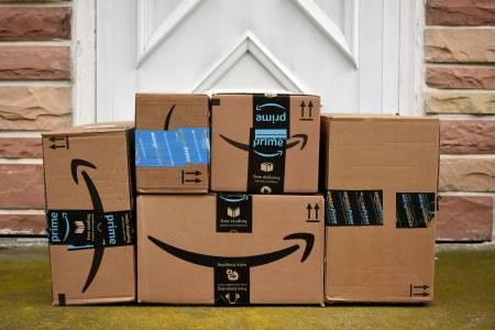 Amazon достави милиарди артикули по време на рекордния празничен сезон