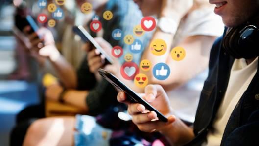 Parler срещу всички - ще продължи ли да съществува най-свободната социална платформа?