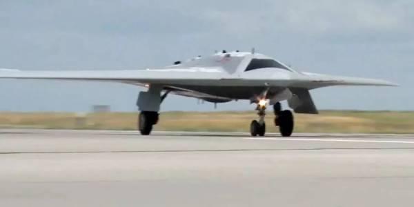 Руският дрон Hunter-B вече пуска бомби по зададени цели