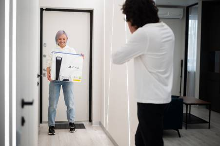 eBay подгони измамници, продаващи празни PS5 кутии