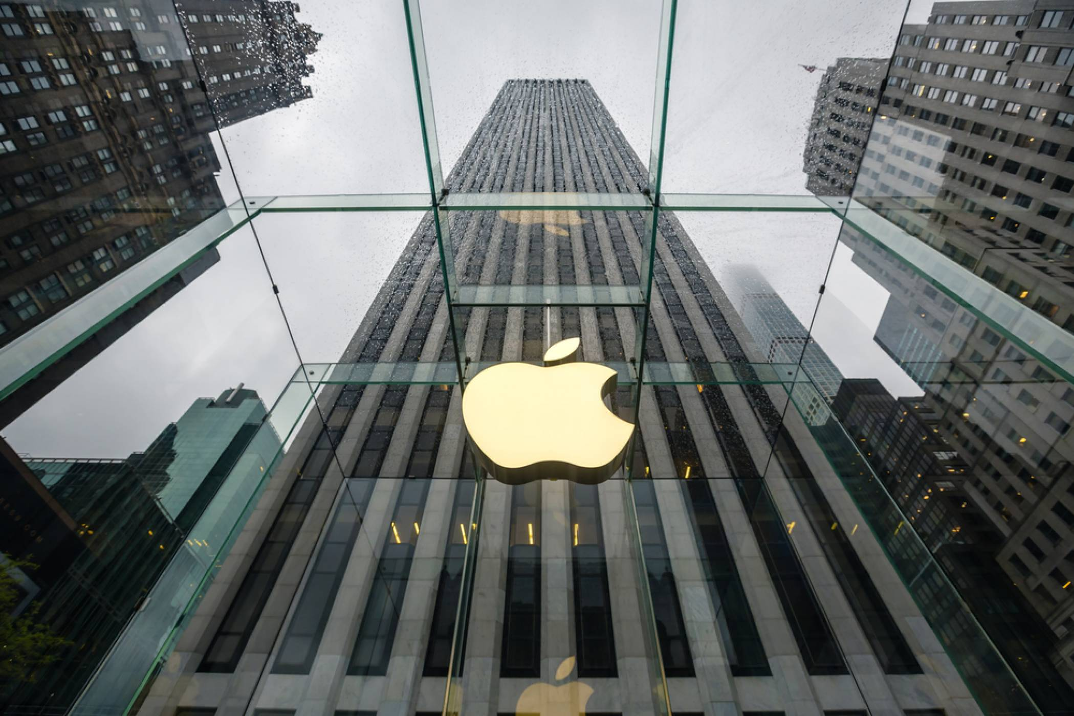 Apple е на прага на рекордно тримесечие, като компанията вероятно е спечелила над 100 млрд. долара
