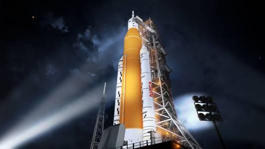След декада на планиране и проектиране голямата ракета на NASA се провали на първия си тест