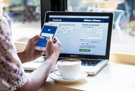 Изтекоха телефонните номера на милиони Facebook потребители