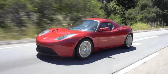 Tesla Roadster не се произвежда от десетилетие и вече се превръща в ценен колекционерски модел