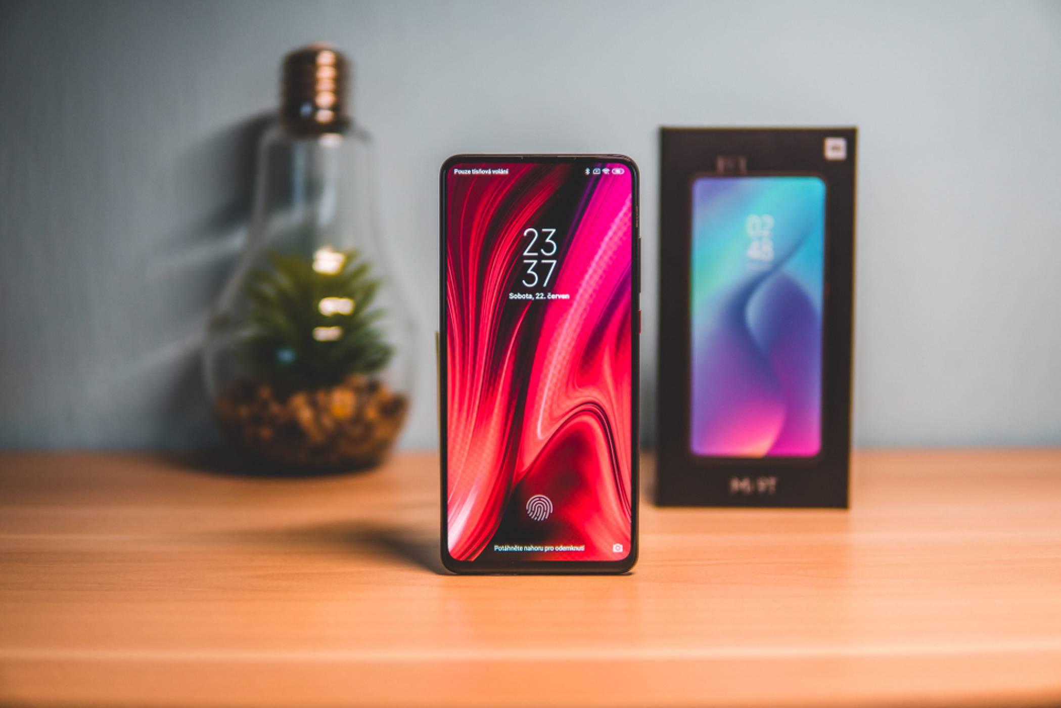 Xiaomi пита дали ще си купите техен телефон за 1500 долара. Вие какво мислите по въпроса?