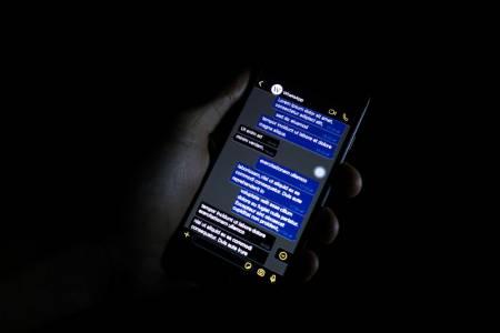 Тъмната тема спестява батерия само при някои екрани