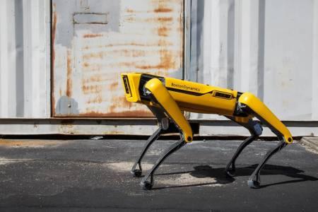 Куче робот помага на SpaceX за ракетата, която ще ходи до Марс (ВИДЕО)
