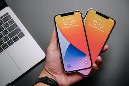 Apple обмисля варианти как да извличате данни от iPhone без портове