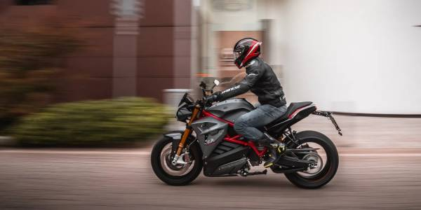 Всеки втори мотоциклетист е готов да се качи на е-мотор