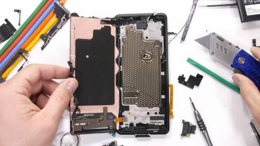 Sony Xperia Pro засрами геймърските телефони с охлаждането си (ВИДЕО)