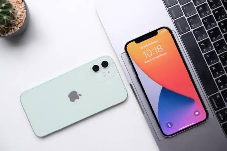 Apple разреши на Русия да зарежда предварително одобрени приложения на iPhone