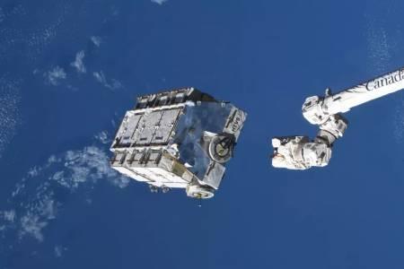 МКС олекна с 3 тона космически боклук, който обаче ще стои в орбита с години