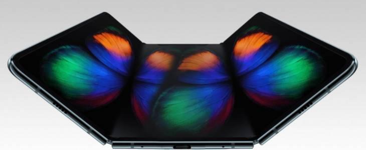 Сгъваем като салфетка телефон на Samsung идва тази година