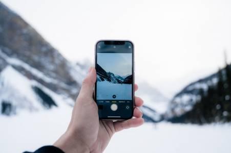 iPhone 11 Pro оцеля цял месец на дъното напокрито с ледезеро(ВИДЕО)