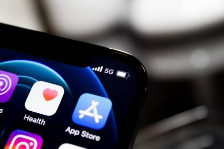 Parler се завръща в Apple App Store