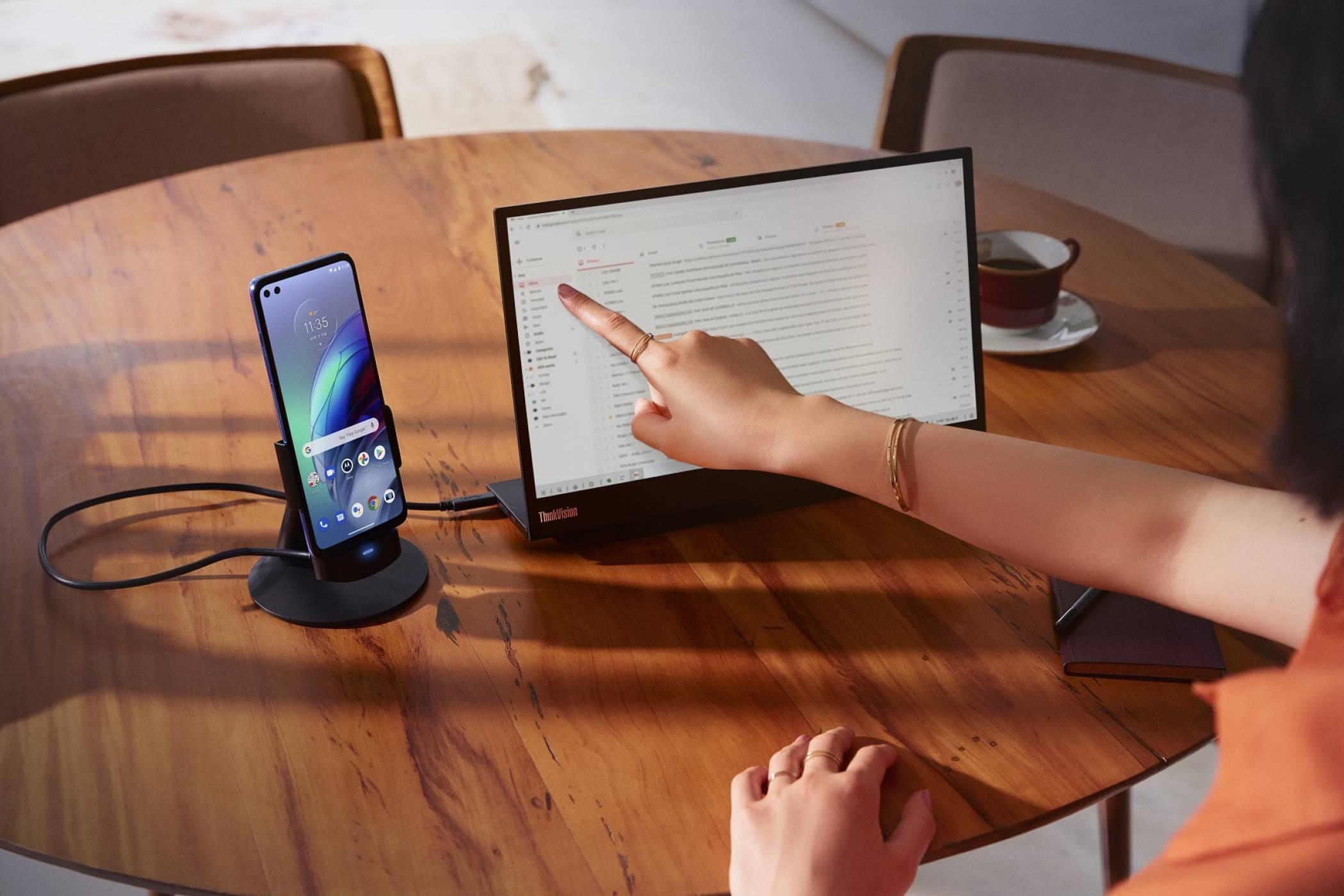 Motorola отбелязва своите 5G постижения точно 48 години след първия разговор през мобилен телефон