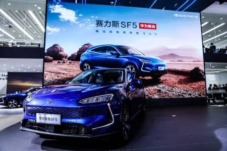 Huawei представи новата е-кола SERES SF5 с удължен пробег