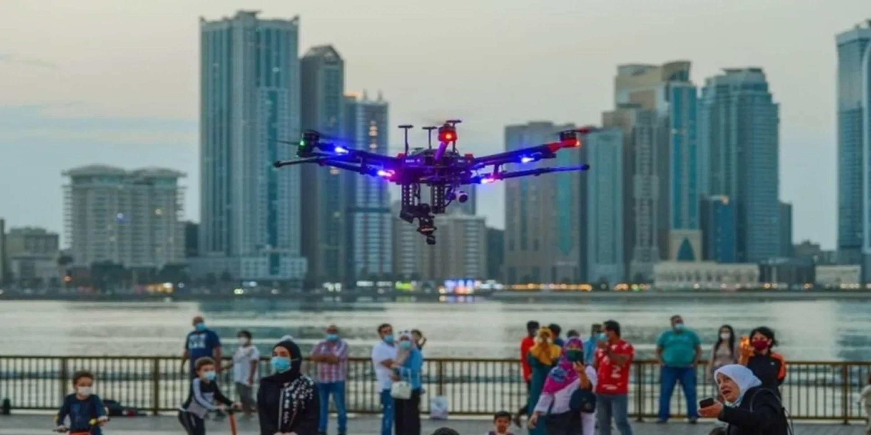 AI дронове от бъдещето ловят престъпници в ОАЕ (ВИДЕО)
