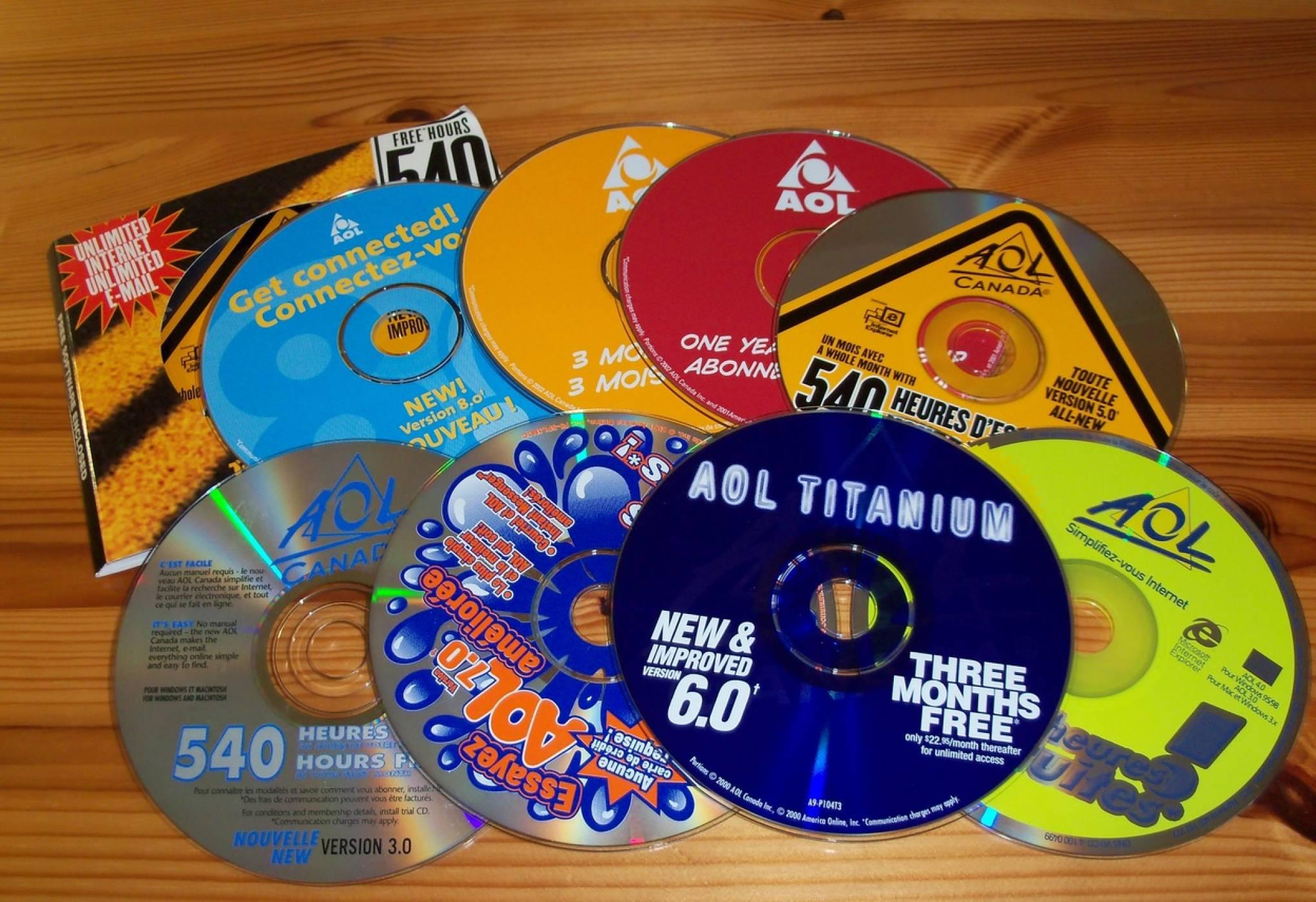 Някогашните интернет титани AOL и Yahoo продадени на загуба