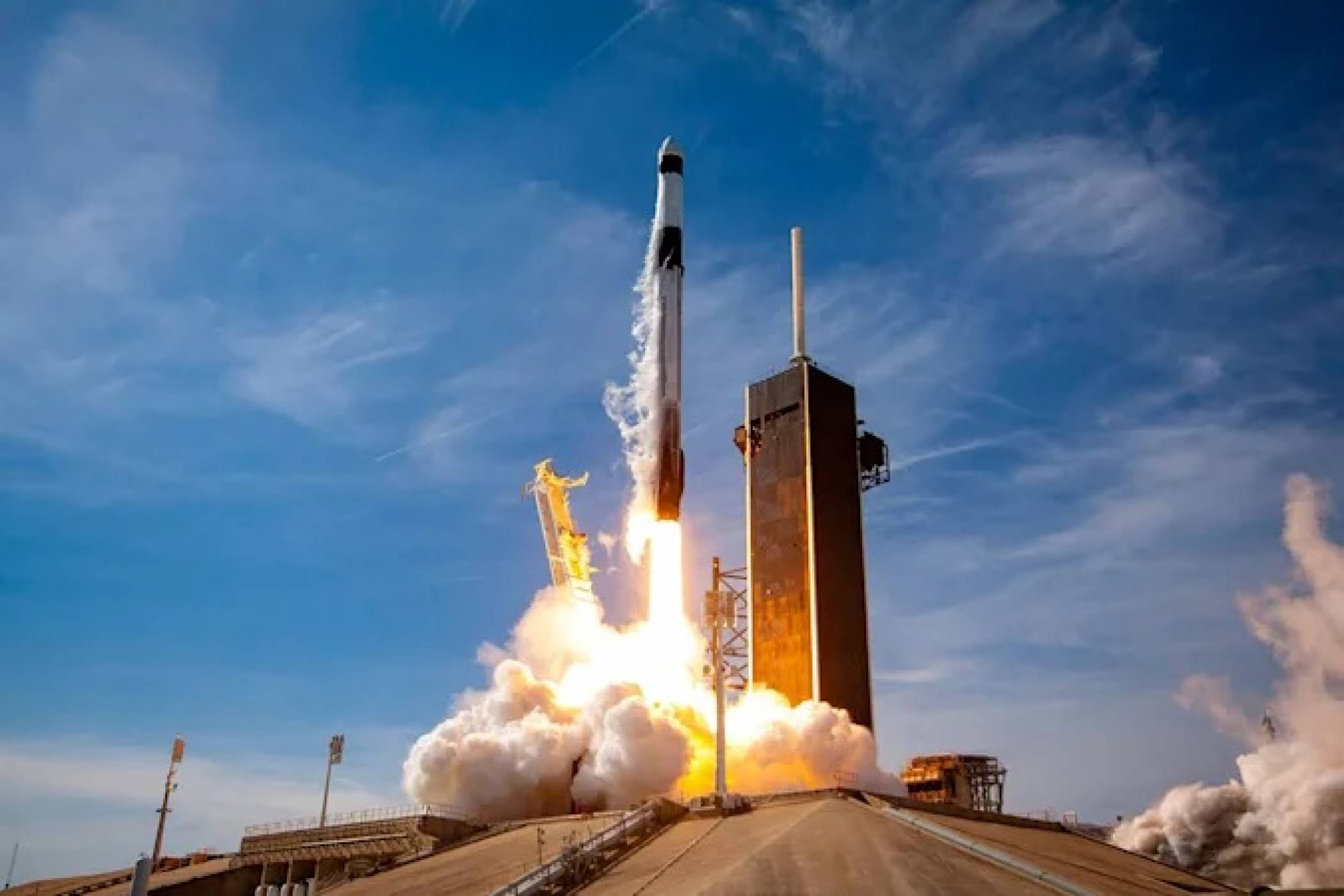 SpaceX ще изстреля финансиран с Dogecoin сателит в орбита около Луната
