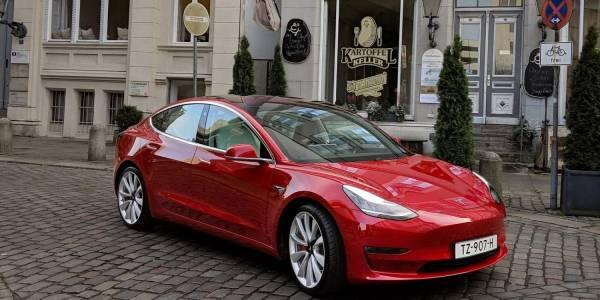 Колите на Tesla официално в Румъния и Унгария. А у нас?