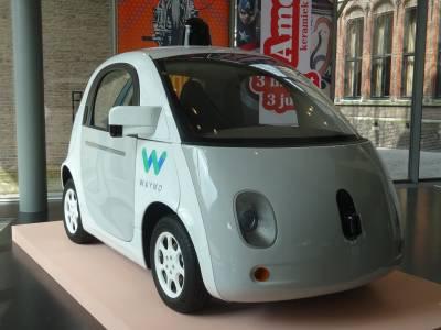 Умна кола на Waymo се обърка от пътна сигнализация