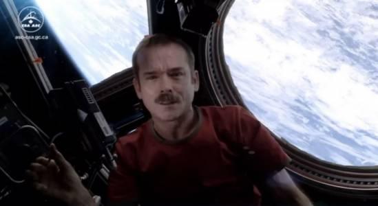 Прочут космонавт се изсмя на теориите за извънземни