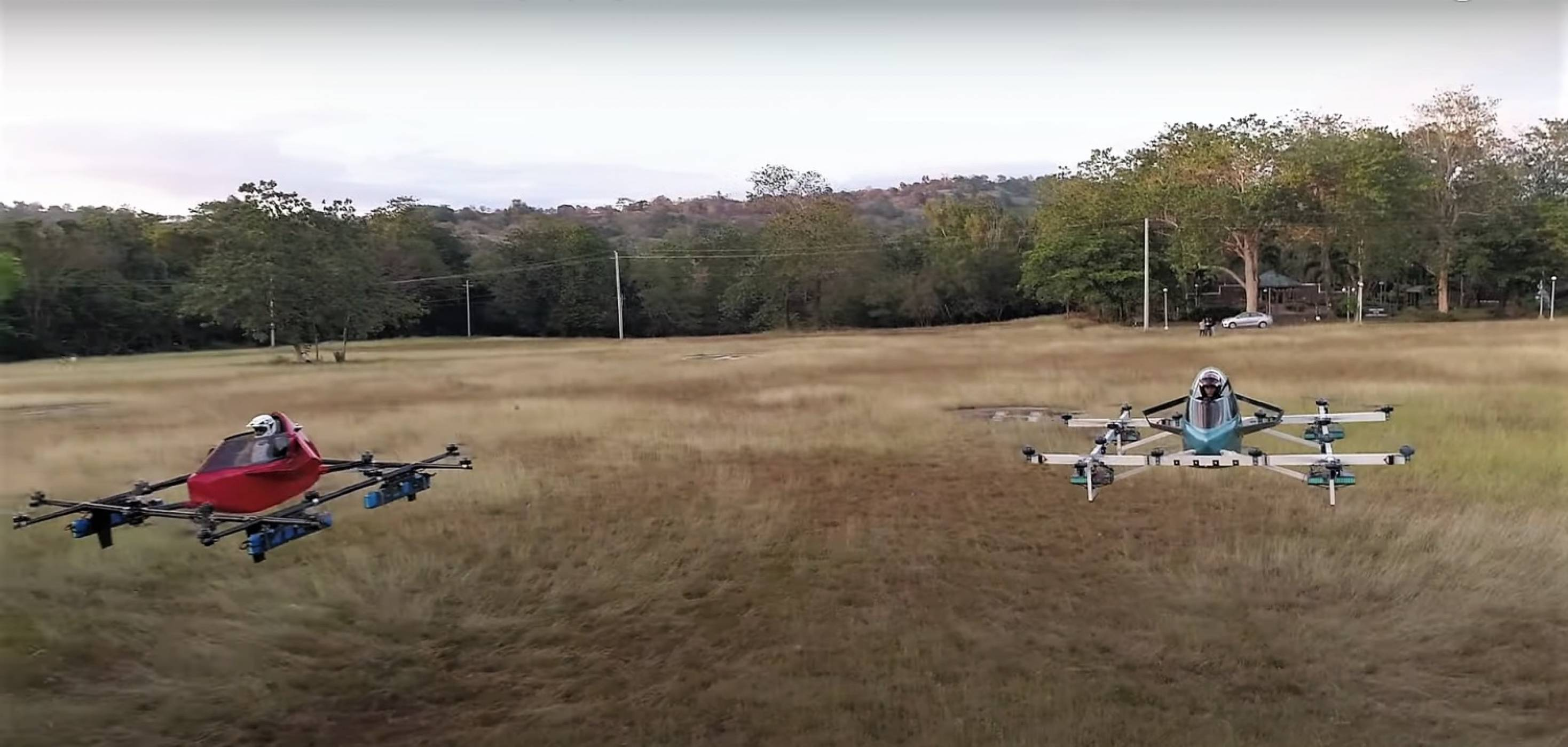 За пръв път в историята: две летящи коли се надпреварват (ВИДЕО)