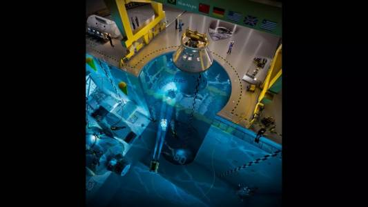 Астронавти ще се обучават за живот в космоса в най-големия плувен басейн в света
