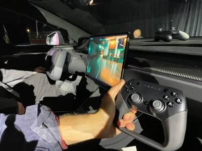 Новата Tesla Model S подкарва Cyberpunk 2077 с мощността на PS5