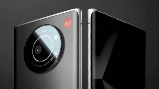 Leica пусна първия си смартфон и той логично акцентира на камерата