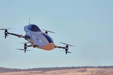 Летящата съсезателна е-кола на Airspeeder с успешен пробен полет